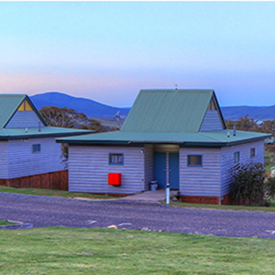 Jindabyne accommodation near perisher and thredbo self for Self contained cabin